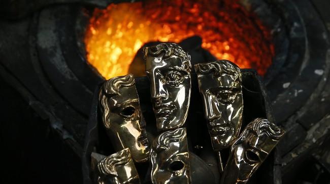 <p>British Academy of Film and Televisian Arts (BAFTA) Awards, penghargaan perfilman bergengsi di Inggris punya piala ikonik. Berbentuk topeng, dengan satu mata tertutup dan satu lagi terbuka.</p>