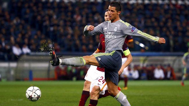 Ronaldo Jawab Kritik di Lapangan