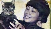 Bagaimana tidak menyenangkan jika sepanjang hidupnya Nh Dini kerap melanglang dunia, mengikuti tugas suami, Yves Coffin, yang seorang Diplomat Perancis. Saat tinggal di Phnom Penh, Kamboja, ia kerap bercengkeram dengan kucing kesayangan.