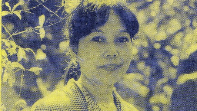 Lahir pada 29 Februari 1936, pengarang terkenal Nh Dini diberkahi kehidupan menyenangkan dan ide-ide cemerlang—khas orang-orang yang lahir pada Tahun Kabisat. Tak heran bila bibirnya senantiasa menyungging senyum.