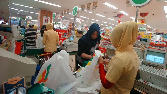 Diancam Denda, Pengusaha Minta Revisi Aturan Kantong Plastik