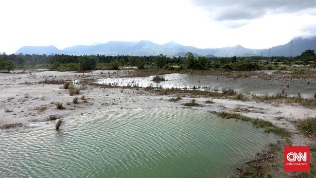 Batu Belimbing Terbengkalai dan Danau Biru Berbahaya