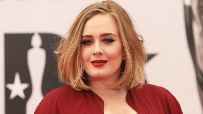 Jadwal Tur Padat, Adele Sempatkan Jenguk Penggemar