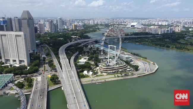 Walaupun begitu, pengunjung masih bisa berfoto berlatarkanikon-ikon Kota Singa seperti Patung Merlion, Gardens by The Bay, Sirkuit Marina Bay dan Bianglala Singapore Flyer.