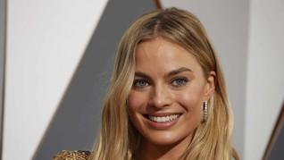 Rahasia Kecantikan Margot Robbie: Sikat Gigi dan Krim Puting