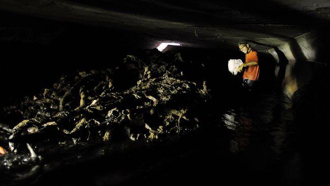 Ahok: Pembuang Kulit Kabel Ingin Saluran Air Jakarta Tertutup
