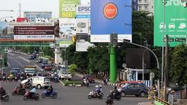 Pemprov DKI Segel 60 Reklame IIegal di Jakarta