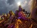 Keindahan Budaya Dunia Berselimut Awan Kelabu