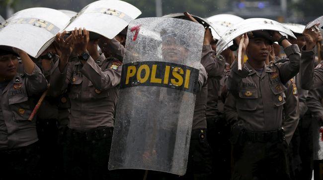 Polisi Intimidasi Wartawan Saat Meliput Demo Buruh di DPR