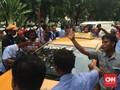 Massa Setop Taksi Beroperasi, Penumpang Histeris