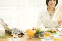 dr Titi mengingatkan bahwa sarapan yang tepat adalah sepertiga dari total kalori harian. Ditambah, Guru besar Ilmu Gizi IPB (Institut Pertanian Bogor), Prof Hardinsyah menyebutkan sarapan harus mencakup makanan yang mengandung karbohidrat, protein, lemak, serat, vitamin dan mineral. (Foto: Thinkstock)