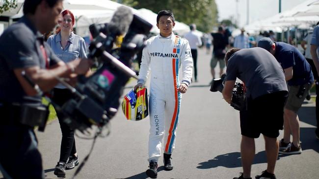 Rio Haryanto menjalani debut padaajang F1 di GP Australia pada 20 Maret. Ketika itu Rio menjadi salah satu pebalap yang mendapat sorotan utama dari media.(REUTERS/Jason Reed)