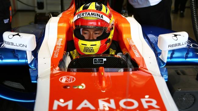 Salah satu sponsor terbaru adalah Rebellion Timepiece, perusahaan jam yang logonya muncul di spion depan mobil dan juga sarung tangan pebalap Manor. (CNN Indonesia Rights Free/Manor Grand Prix Racing Ltd)