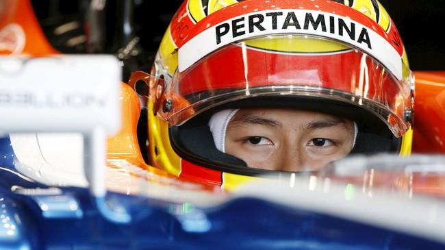 Pertamina sebagai salah satu sponsor utama mendapatkan beberapa tempat, yaitu di hidung mobil, sayap belakang, dan juga helm Rio Haryanto. (REUTERS/Brandon Malone)