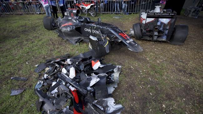 Alonso sendiri mengatakan bahwa dirinya beruntung bisa selamat dari kecelakaan tersebut dan berterima kasih kepada otoritas balapan karena membuat Formula 1 semakin aman. (REUTERS/Mark Horsburgh/Handout)