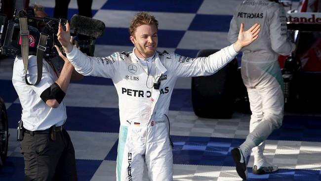Strategi menggunakan ban medium membuat Nico Rosberg keluar sebagai juara pertama di musim ini. Rosberg meneruskan performa apiknya di akhir musim ketika ia memenangi tiga seri secara beruntun. (REUTERS/Jason Reed)