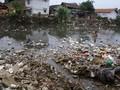 Sampah Plastik Sepanjang Satu Kilometer Cemari Kali Bahagia