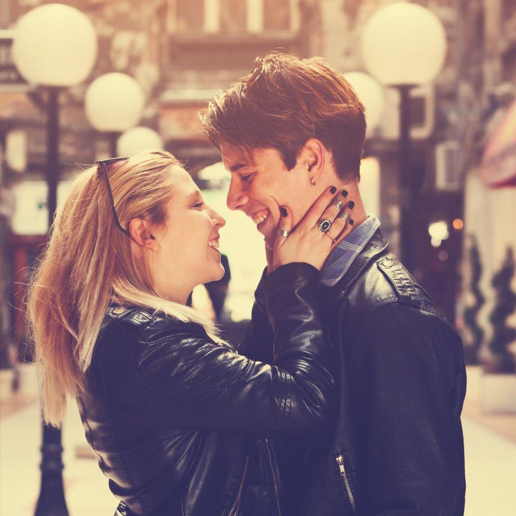 Ciyee, Ini Dia 5 Manfaat Berciuman dengan Pasangan