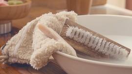 Trik Ampuh Bersihkan Noda Minyak Rendang dan Opor di Baju