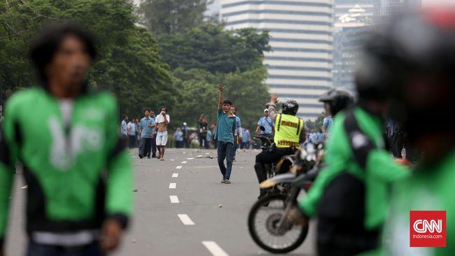 Mencari Solusi Jasa Transportasi Online