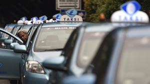 Jurus Blue Bird Bersaing dengan Taksi Online