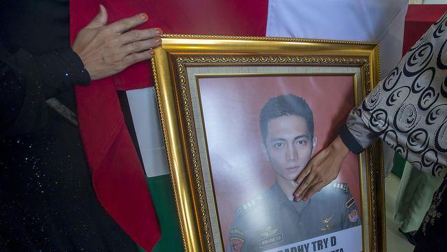Jokowi Layat Keluarga Korban di Lanud Halim Perdanakusuma