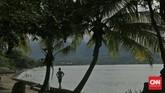 Besebrangan dengan Larantuka terdapat Pulau Adonara dengan Pantai Wure yang menjadi pilihan baru untuk wisatawan penelusur pantai. (CNN Indonesia/Adhi Wicaksono)