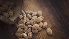 Makanlah Kacang Badam Biar Tak Mengantuk Seusai Makan Siang