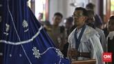 Tak hanya peziarah, upacara Cium Tuan juga dilakukan oleh para Confreria, Keluarga DVG, Lejanti Tuhan Ma, Tuan Mardomu, Ketua dan suku-suku Semana dan juga perangkat Kapela Tuhan Ma.(CNN Indonesia/Adhi Wicaksono)