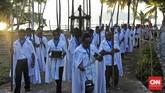 Pada prosesi Jumat Agung, Salib Cruz Pecado dan patung Jenazah Yesus akan dibawa memutari desa Wure dan melewati sejumlah Armida yang telah disiapkan. (CNN Indonesia/Adhi Wicaksono)