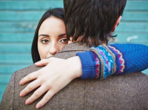 Suami Didiagnosis HIV-AIDS, Apakah Berisiko Tulari Istri?