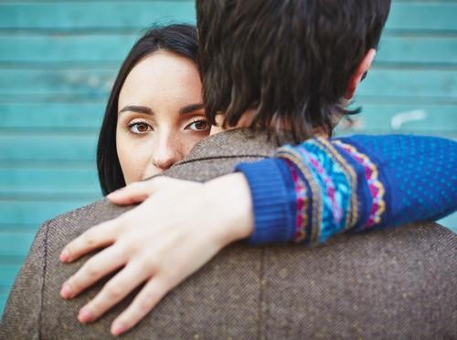 Apakah Kamu Mengalami Cinta Buta? Ini Tanda-tanda Mencintai yang Berlebihan