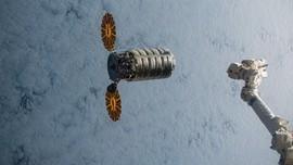 Startup Rusia Kerahkan Satelit untuk Putar Iklan di Langit