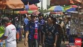 Stadion Utama Gelora Bung Karno yang kerap diwarnai merah dan putih ketika Timnas Indonesia bertanding pun menjadi warna biru, karena seragam kebanggaan Persib dan Arema sama-sama biru. (CNN Indonesia/Adhi Wicaksono)