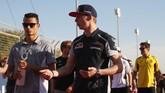 Wehrlein terlihat berbincang dengan rookie terbaik musim lalu dari tim Toro Rosso, Max Verstappen. (Lars Baron/Getty Images)