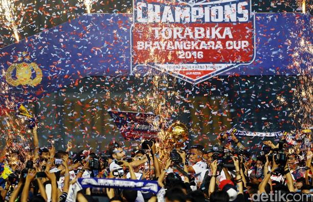 Arema Cronus Juara Piala Bhayangkara 2016