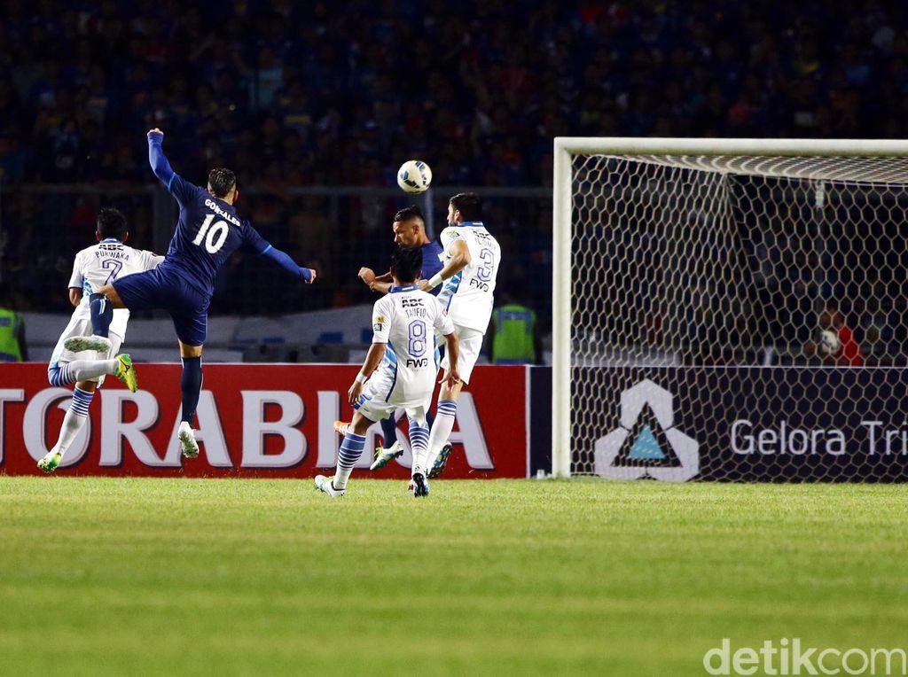Dua gol Arema dicetak pada menit ke-59 oleh Raphael Maitimo dan digandakan di menit ke-84 lewat gol Sunarto.
