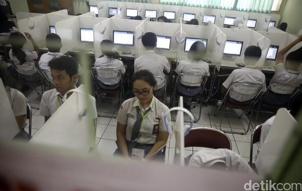 Ujian Nasional Berbasis Komputer di SMAN 70 Jakarta