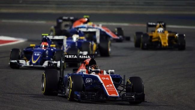 Wehrlein dan Rio Haryanto ketika balapan dimulai. Dengan menggunakan ban super-lunak, Wehrlein bisa menyodok ke posisi 13. (Dok. Manor Grand Prix Racing Ltd)