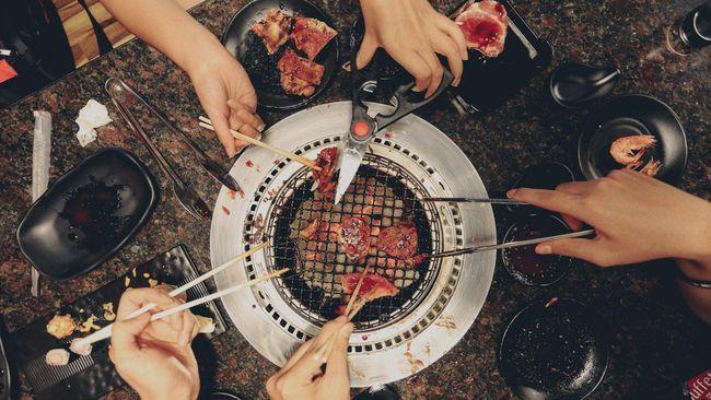 Tahun Babi Tanah, China Diminta Kurangi Makan Daging Babi