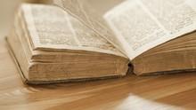 Sebuah Buku Doa Kembali ke Perpustakaan setelah 43 Tahun