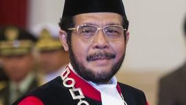 Anwar Usman, Guru SD di Pucuk Pimpinan MK