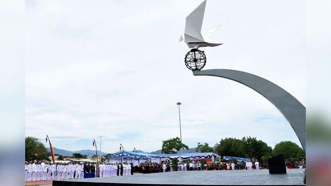 Jokowi Sahkan Monumen Merpati Perdamaian di Padang