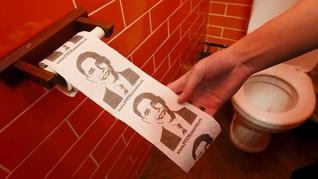 Barack Obama jadi Tisu Toilet di Kafe Bertema Vladimir Putin
