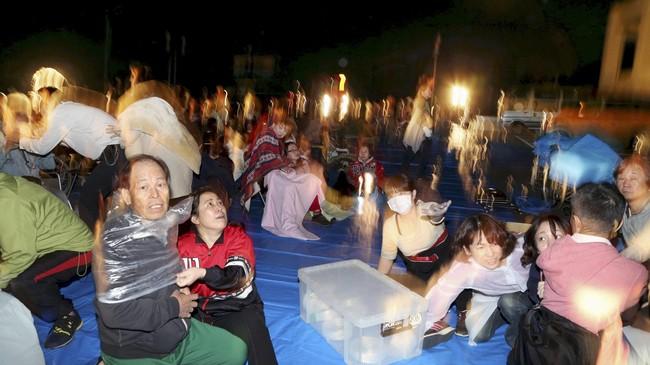 Gempa kali ini adalah yang terbesar setelah lindu tahun 2011 yang memicu tsunami menewaskan lebih dari 20 ribu orang. (Reuters/Kyodo)