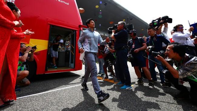 Rio menyatakan bahwa strategi ban dalam menghadapi terik matahari Shanghai sangat krusial dalam balapan kali ini. (Dan Istitene/Getty Images)