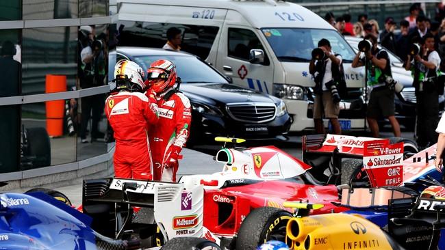 Vettel langsung mendatangi Raikkonen setelah balapan. Vettel sendiri menyalahkan Kvyat yang melaju terlalu kencang atas insidennya dengan Raikkonen. (Mark Thompson/Getty Images)