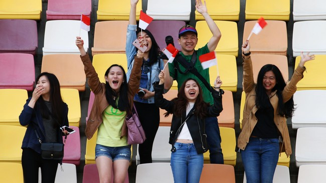 Pendukung Rio di China meramaikan sesi latihan bebas dengan teriakan dukungan bagi pebalap 23 tahun itu. (Dok. Manor Grand Prix Racing Ltd)