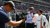 Rio sempat diwawancarai Sky Sports soal Lewis Hamilton yang memulai balapan di belakangnya. Rio menjawab ia hanya akan fokus pada pekerjaannya. (Dok. Manor Grand Prix Racing Ltd)