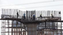 Tiang Girder Tol Becakayu Ambruk, Sejumlah Pekerja Kritis